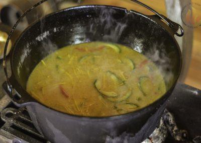 Oosterse groentesoep met knoflookbrood