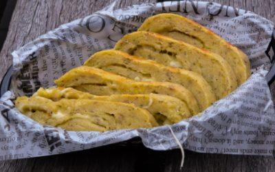 Aardappeldeeg gevuld met kaas