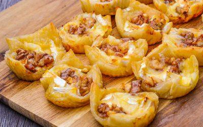 Bladerdeeg snack met brie en honing